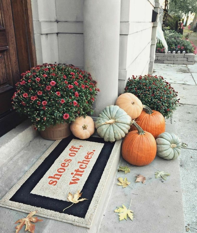 Pumpkins porch decoration