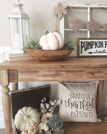 White pumpkins to create rustic nuance