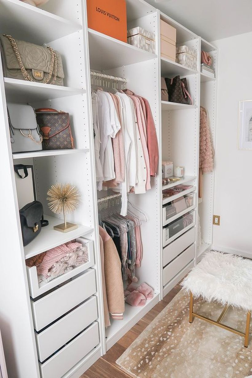 An amazing wardrobe planting walls.