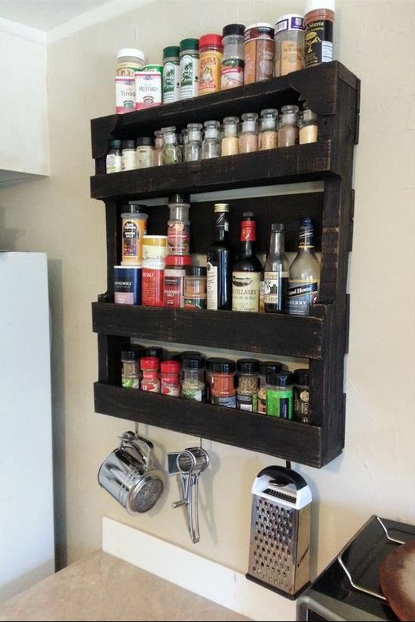Best diy spices organizer with wooden pallet on the wall for your kitchen to make it look simple