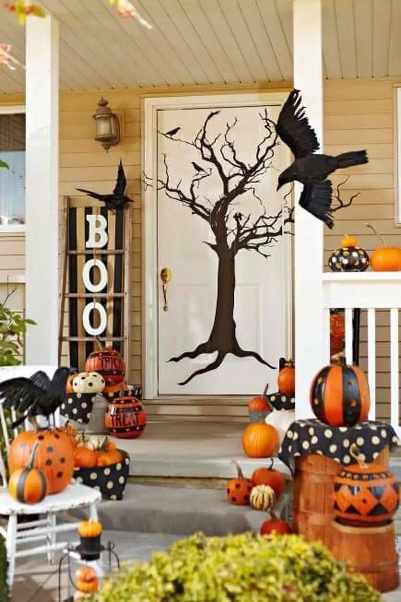 Fabulous tree-tastic halloween door.