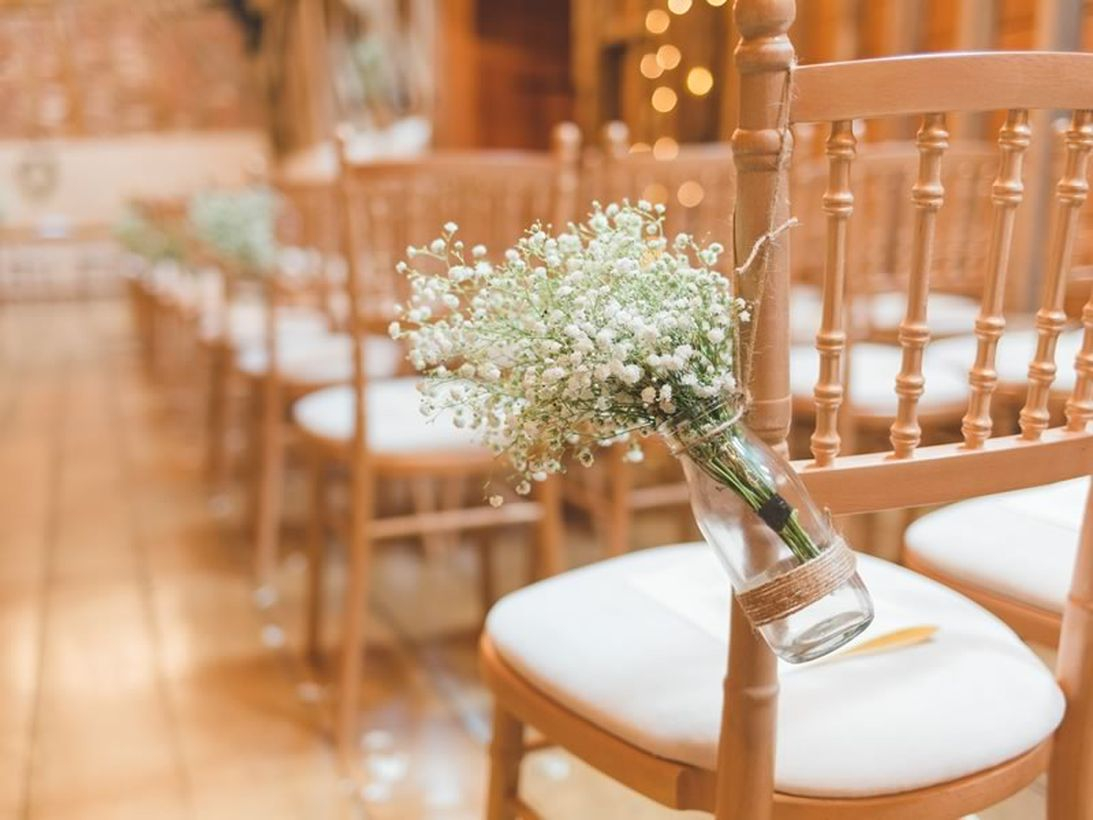 Fancy wedding decoration with wedding chiavari chairs design to create venue a cozy