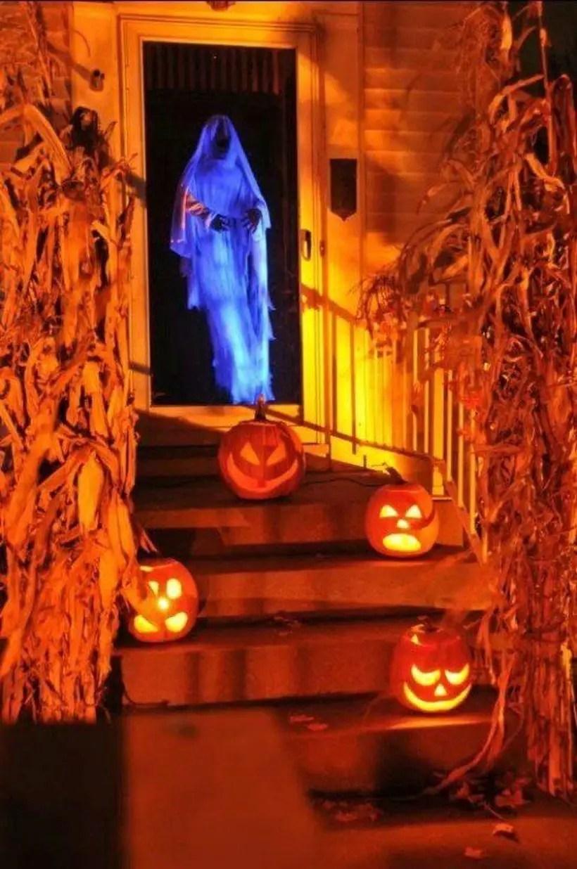 Impressive spooky specter halloween door.