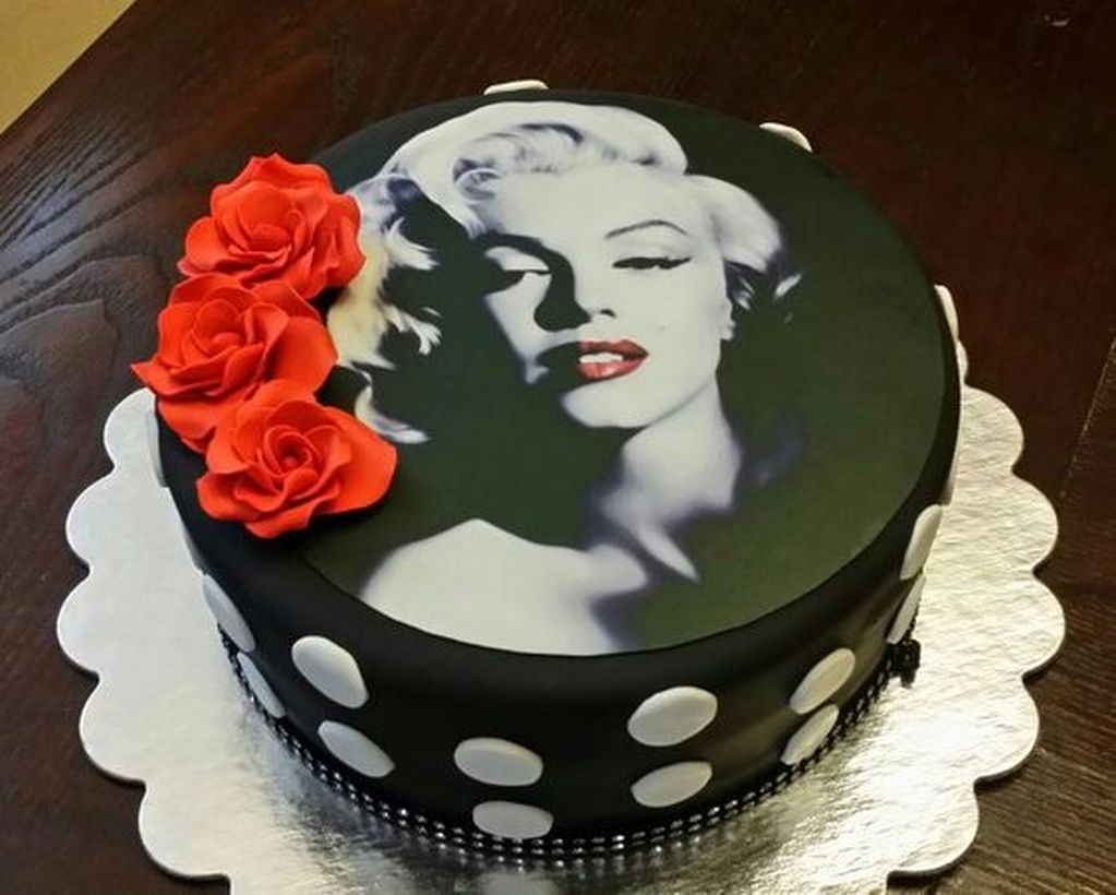 Cake birthday designed with your idol's face theme