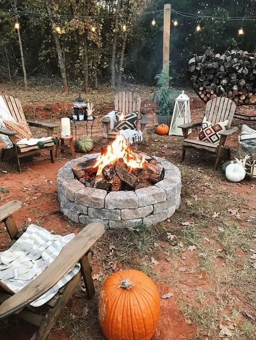Circle pit fire pump with pumpkin
