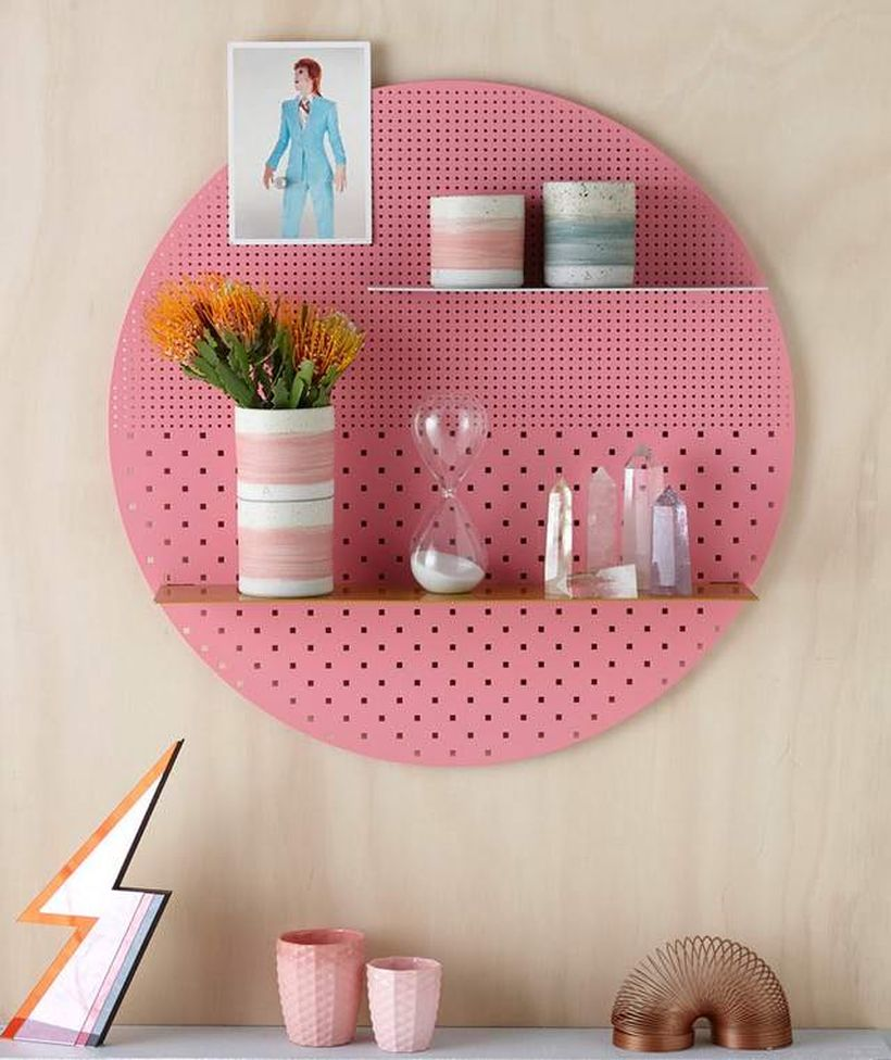 Creatife round pegboard shelves to put some small ornament to create a cozy room