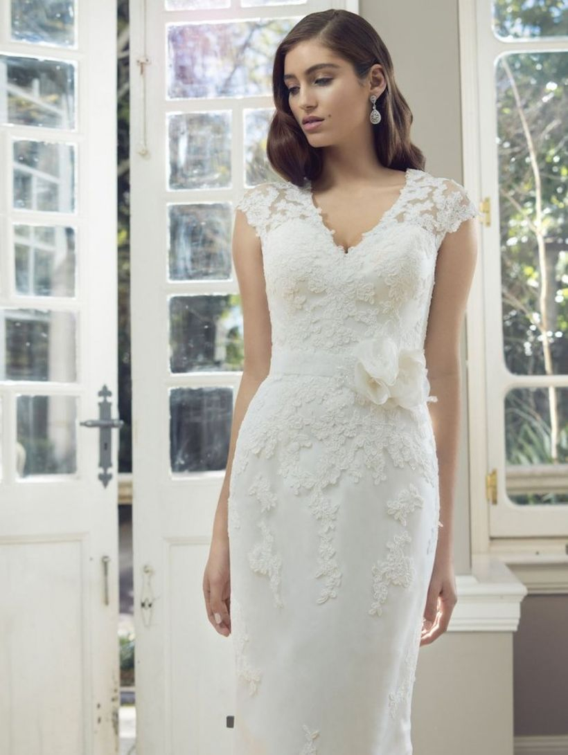 Cute white lace slim dress for fancy wedding you must know