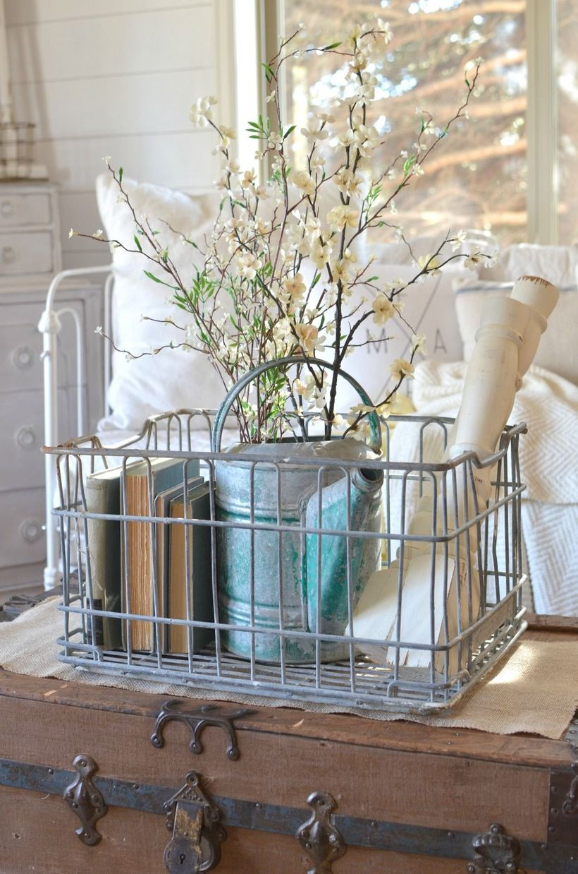 Iron basket to store vase flower and book
