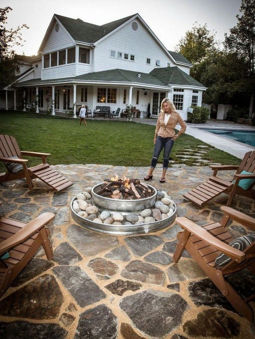 Round fire pit from canned chunks and white gravels