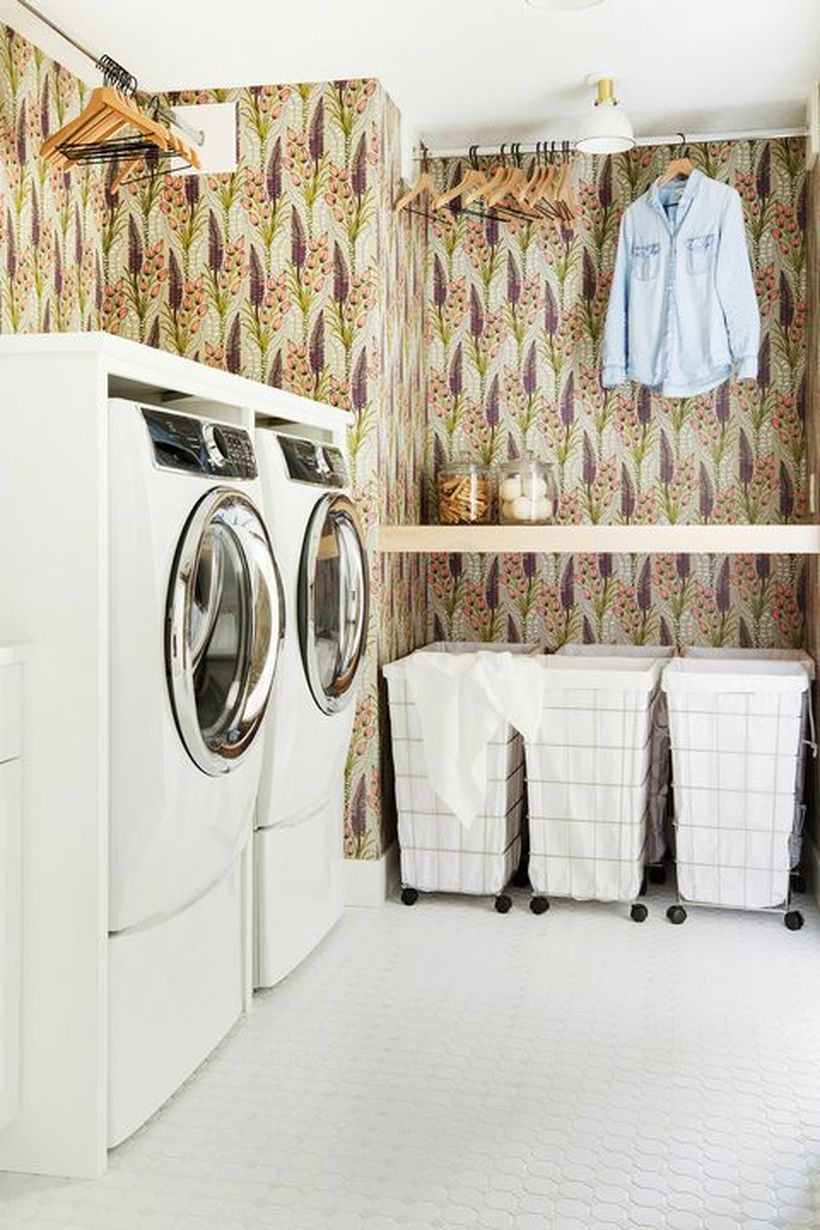 Washing machine and white fabric storage