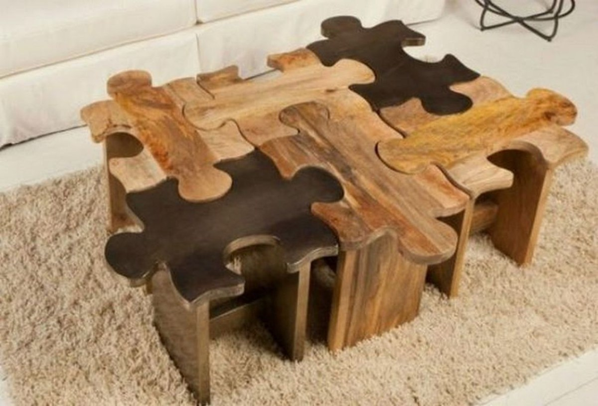 Wooden pallet coffee table with puzzle pattern