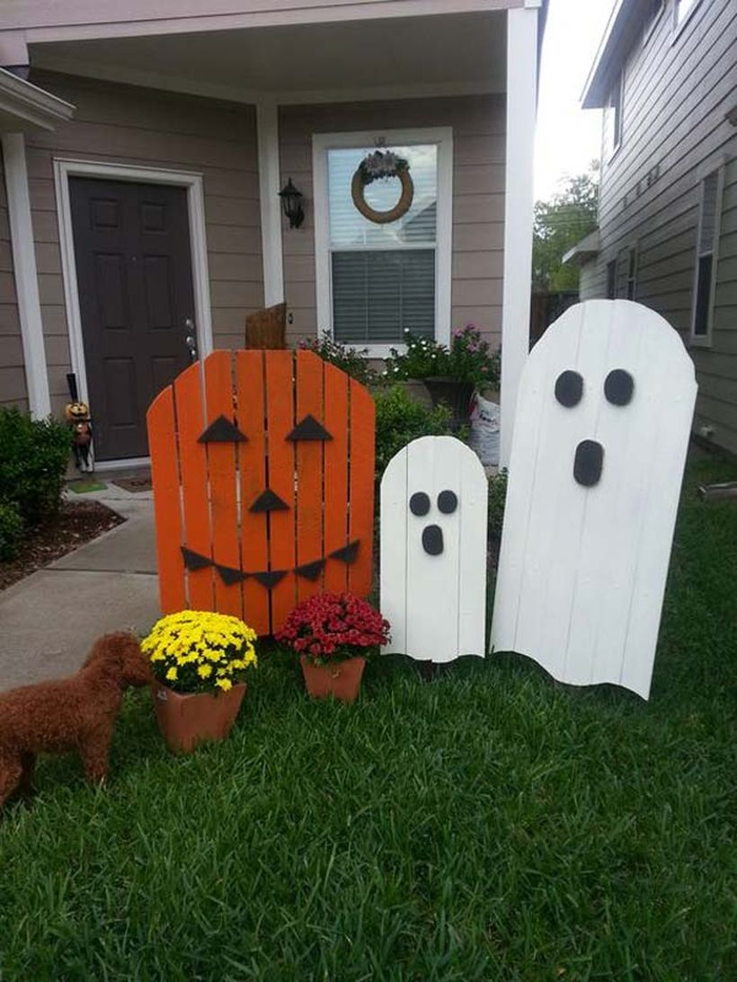 An amazing decorating orange and white wooden pallets from ghost-shaped wooden pallets for your garden