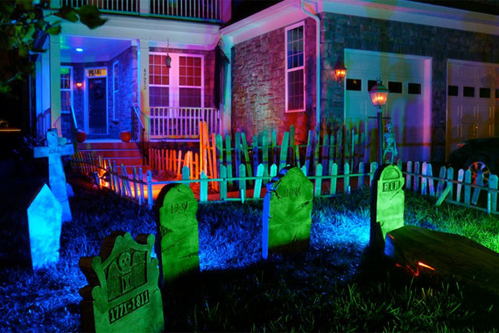 An amazing outdoor decorating for garden with creepy and colorful cemetery to make your spooky outdoor decoration in this halloween