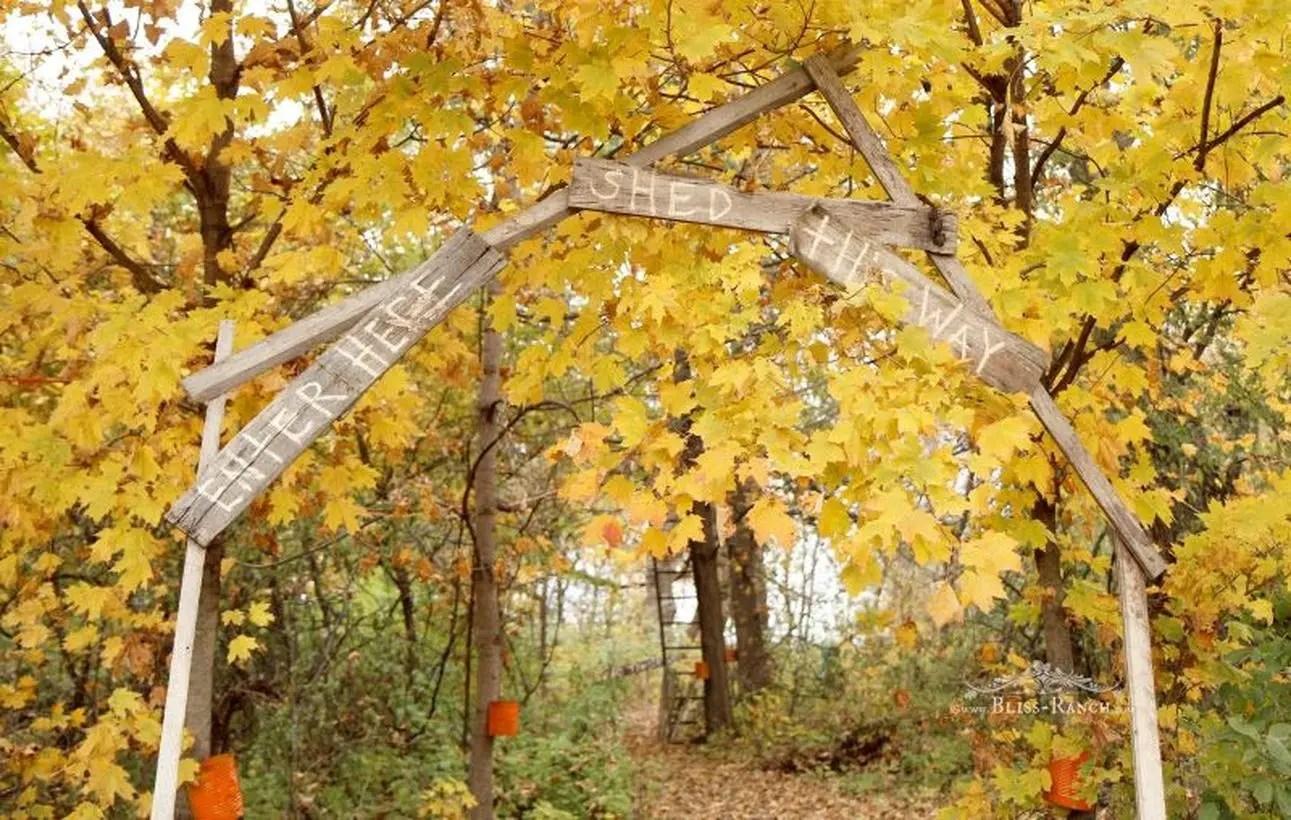 Best pallet wood halloween sign board for your garden decor