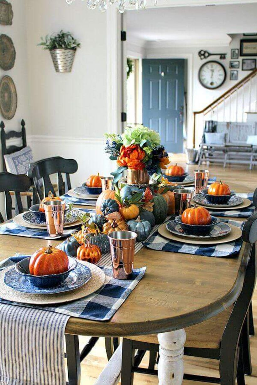 Farm-style-table-decor-with-black-and-white-buffalo-check.-