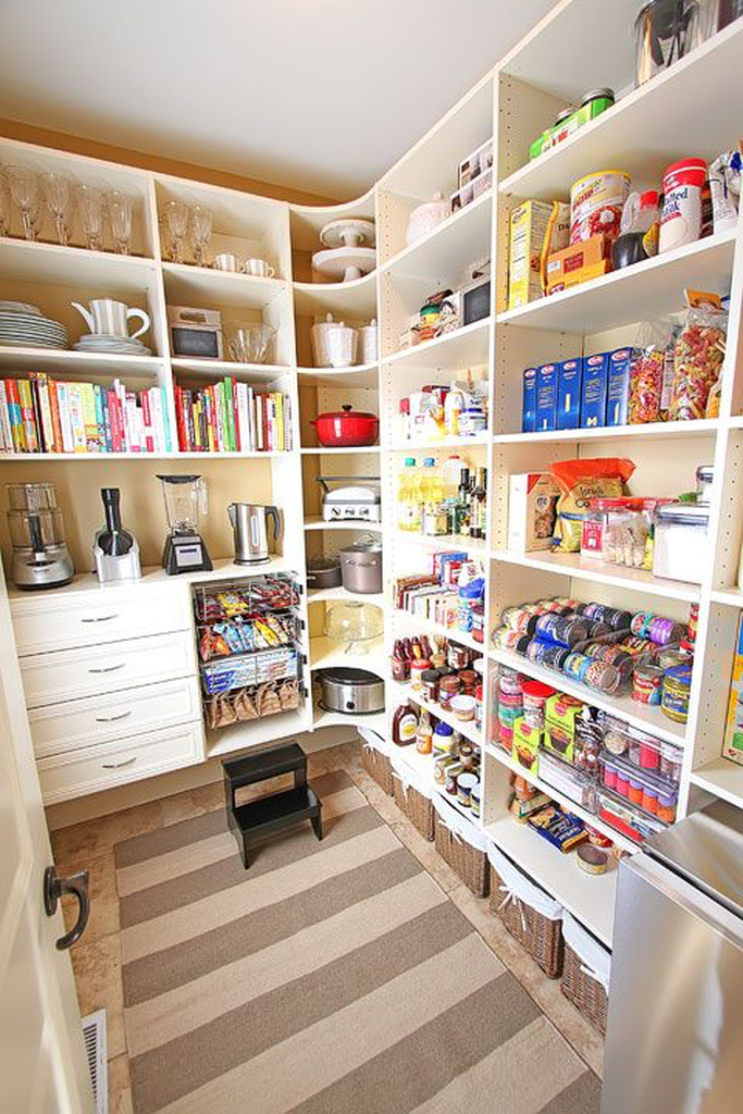 Open sheving for a kitchen pantry