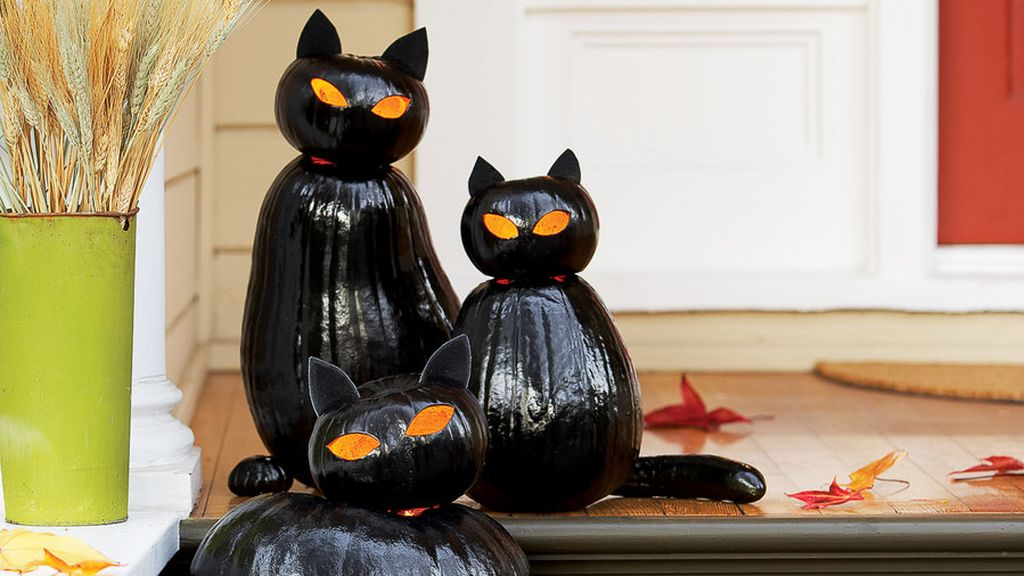 Perfect front patio decorating with black cat made from pumpkins to complete your halloween decoration