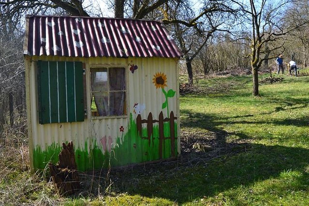 Simple tiny shed with flower painting