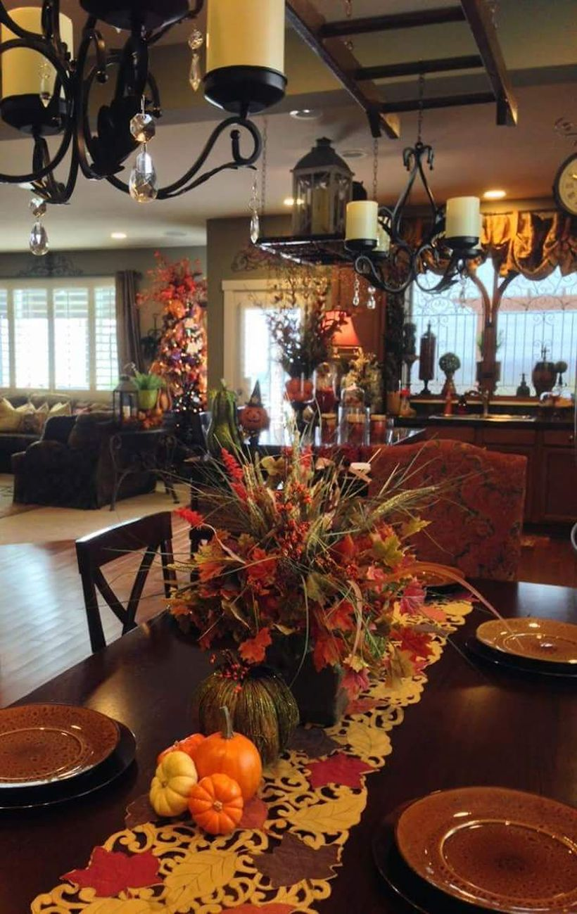Table-decor-for-thanksgiving-gatherings.-