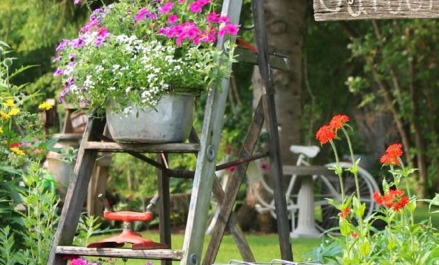 Vintage-ladder-flower-pot-garden-made-from-a-pan-that-is-not-used