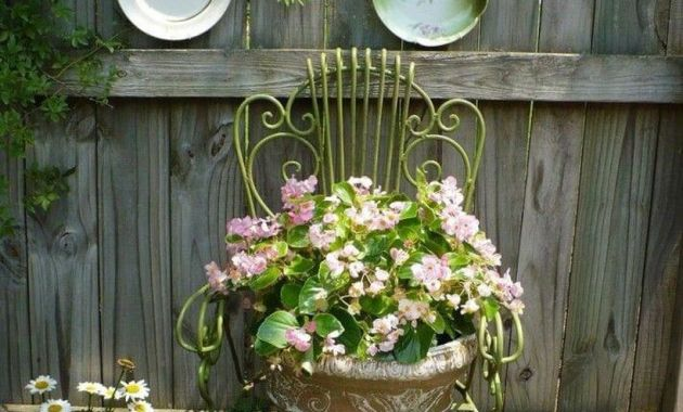 Vintage-planter-garden-ideas-with-concrete-pots-with-unique-shapes-and-antique-iron-chairs-as-a-buffer