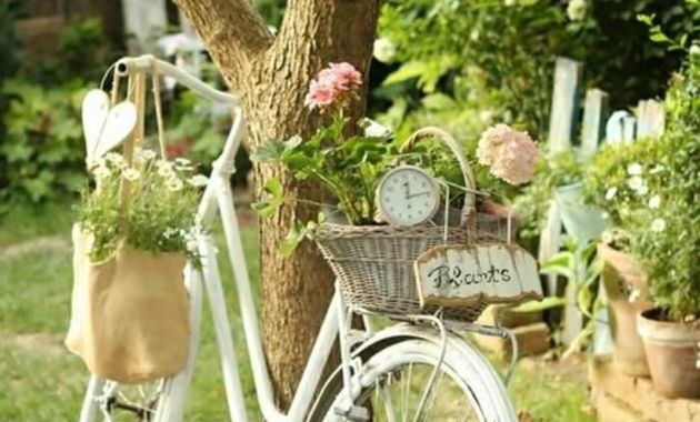 Vintage-planter-garden-décor-with-rattan-basket-as-a-container-for-flowers-on-a-beautiful-bicycle