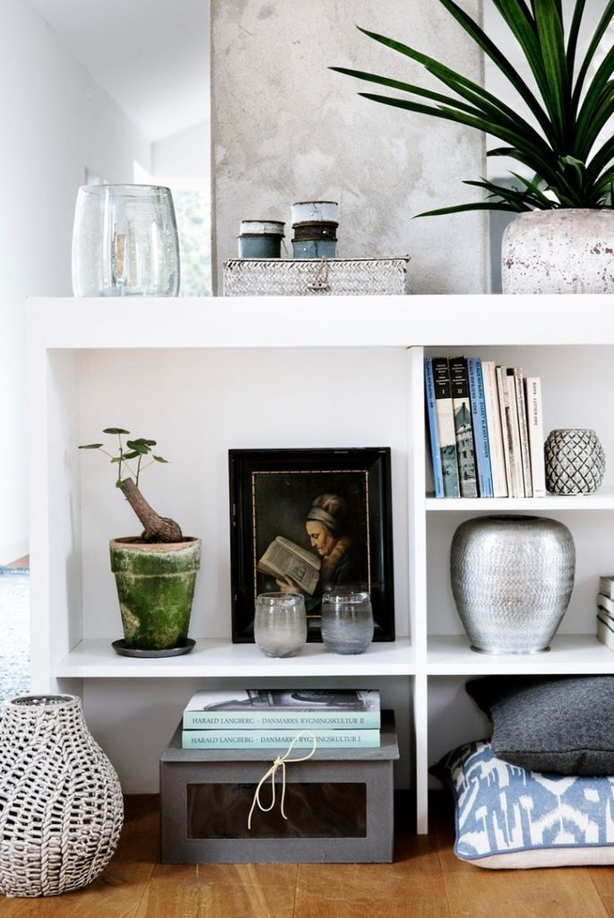 White shelf to organize your home decoration