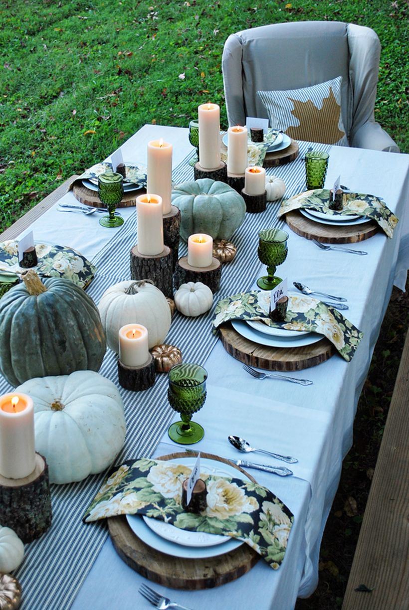 White-tablecloth-white-pumpkin-and-dark-green-for-thanksgiving-dinner.-