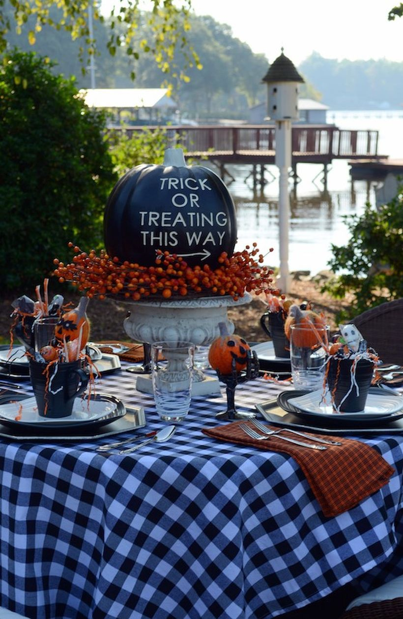 Black pumpkin centerpiece