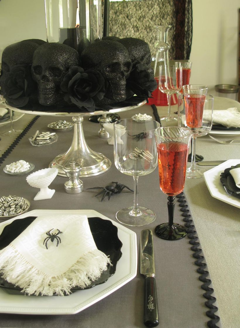 Centerpiece black skull