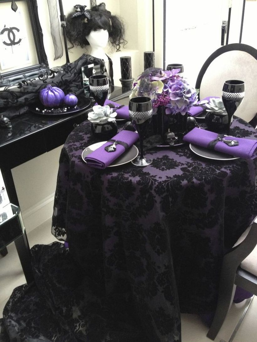 Centerpiece flower purple for halloween dining table