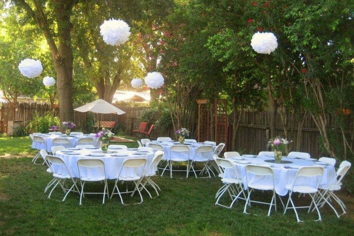 Hanging raound white lamps and white table and chairs decoration
