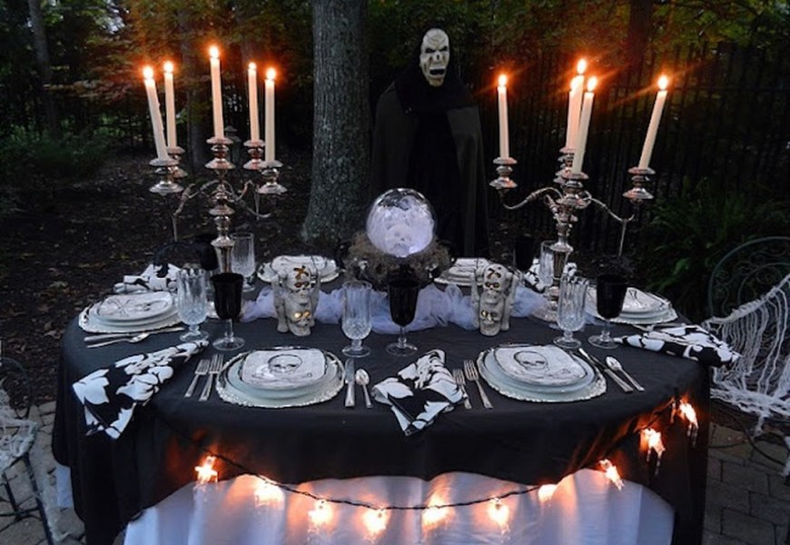 Skulls centerpiece and unique candle holder