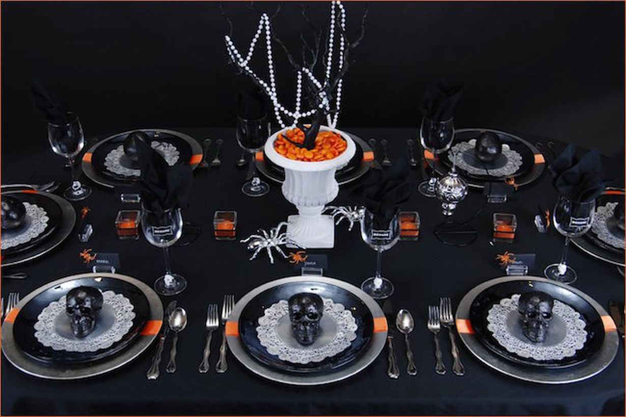 Twigs centerpiece with black skulls and spider