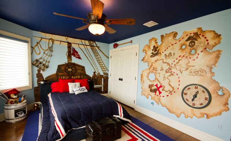 Pirate-wall-murals-and-treasure-hunt-for-kids-room.