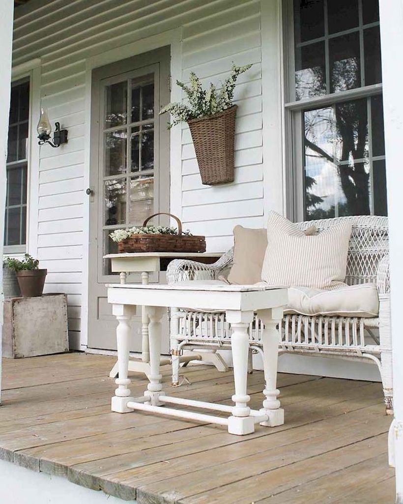 Rustic-coffee-table-porch-decor
