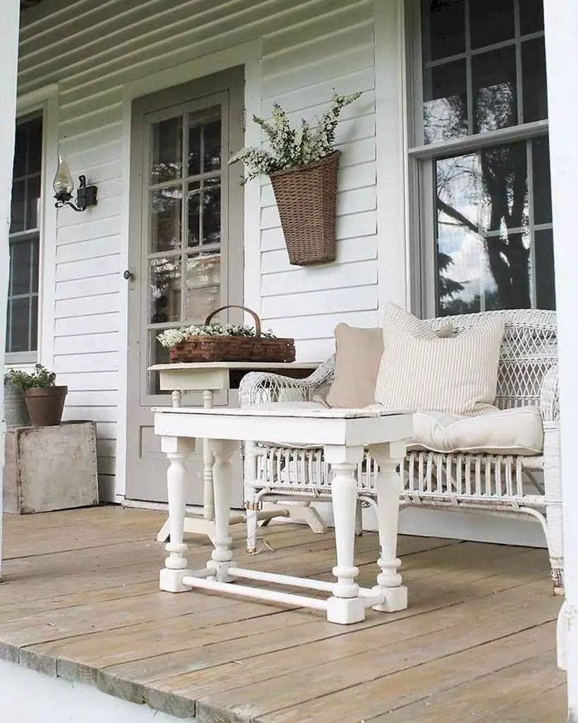 Rustic-coffee-table-porch-decor