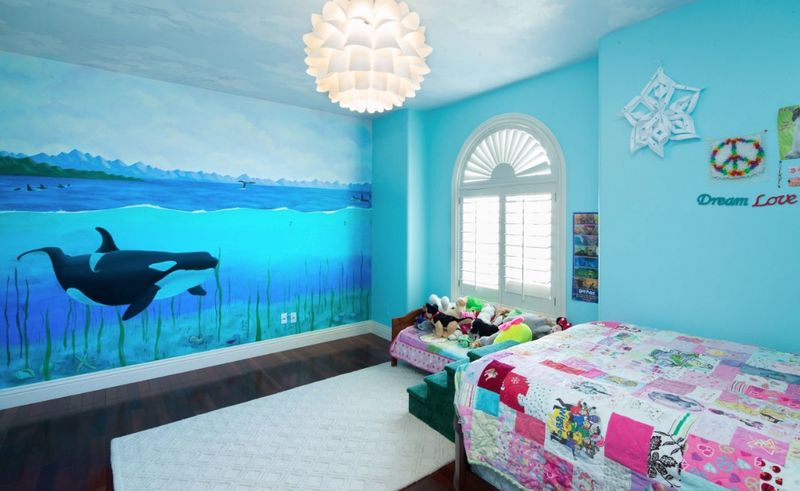 Sea-animal-murals-and-blue-wall-for-kids-room.