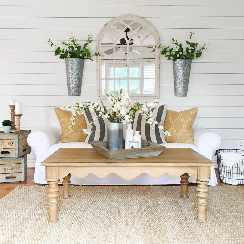 White walls combined with wooden table