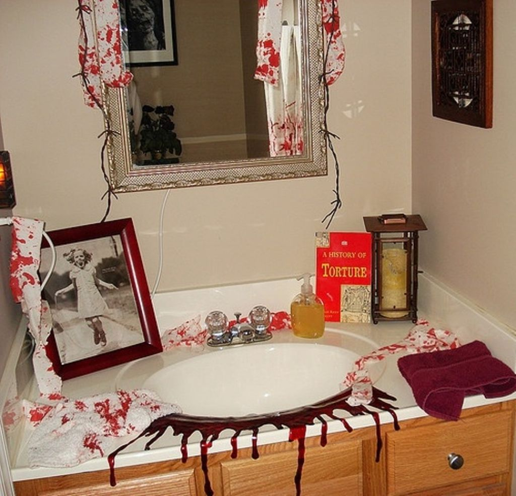 Halloween-bathroom-decor