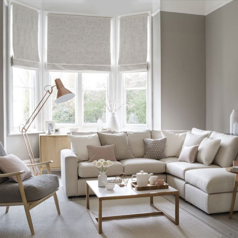 Neutral-living-room-with-pink-accent-color-and-copper-ornaments-to-decorate-your-living-room-which-makes-it-comfortable