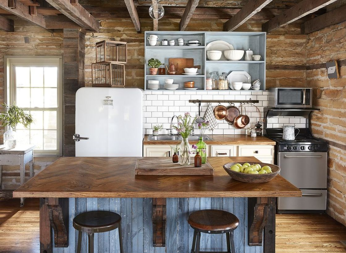 Shiny-wooden-countertop-and-kitchen-island
