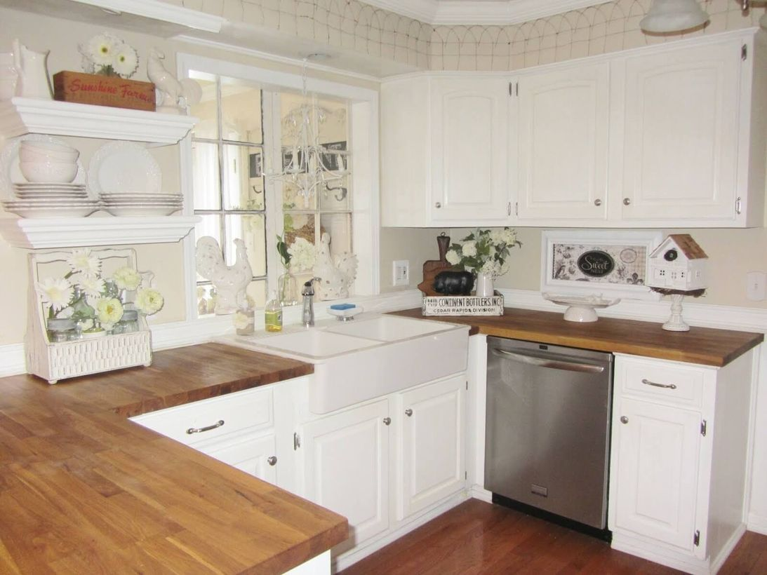 White-kitchen-combined-with-wooden-countertop