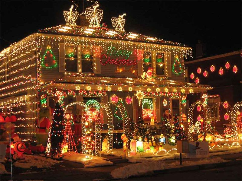 Beautiful-christmas-lights-on-house