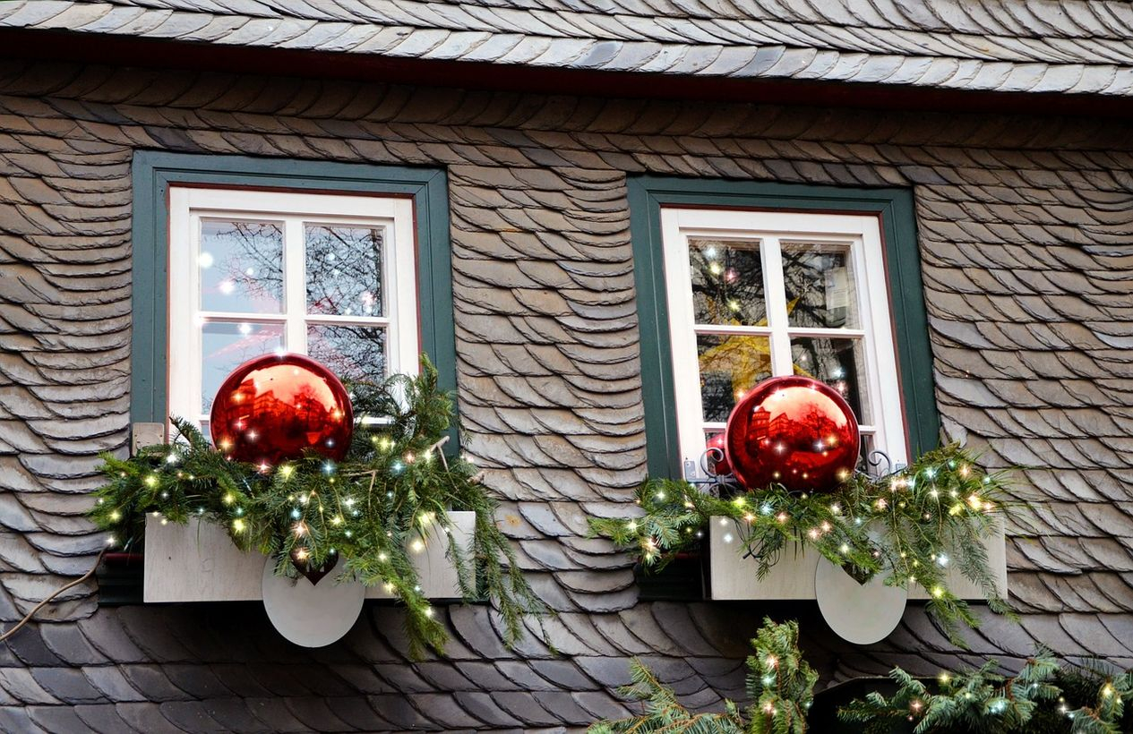 30 Fabulous Christmas Window Decoration Ideas