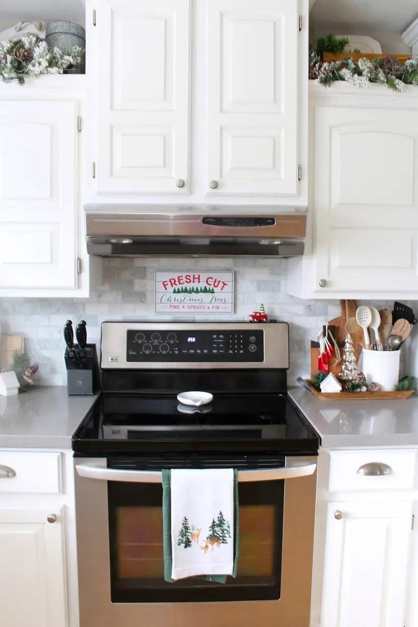 Christmas-kitchen-decoration-ideas-4-768x1152