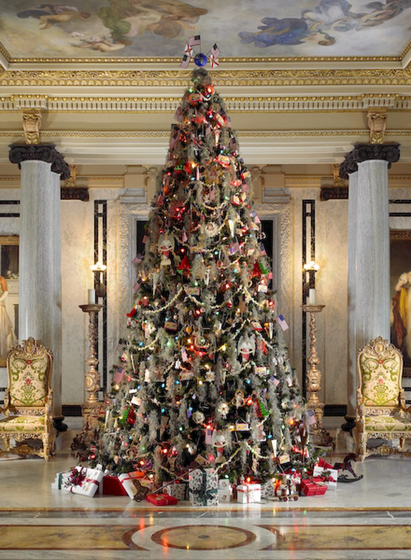 Christmas tree with small white ornament decoration
