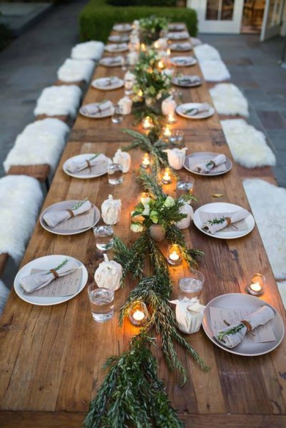 Loving-this-gold-and-black-themed-table.