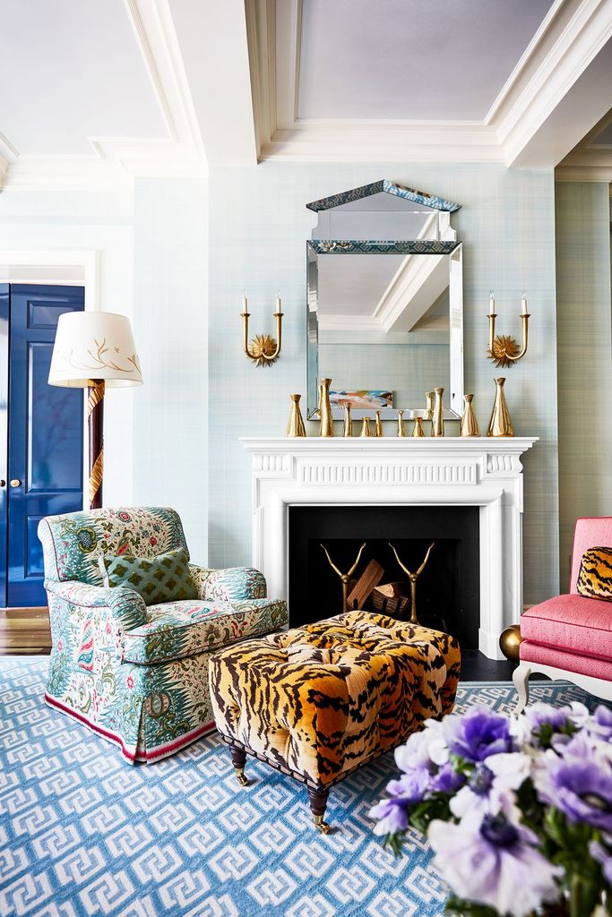Simple fireplace combined with gold vases decoration
