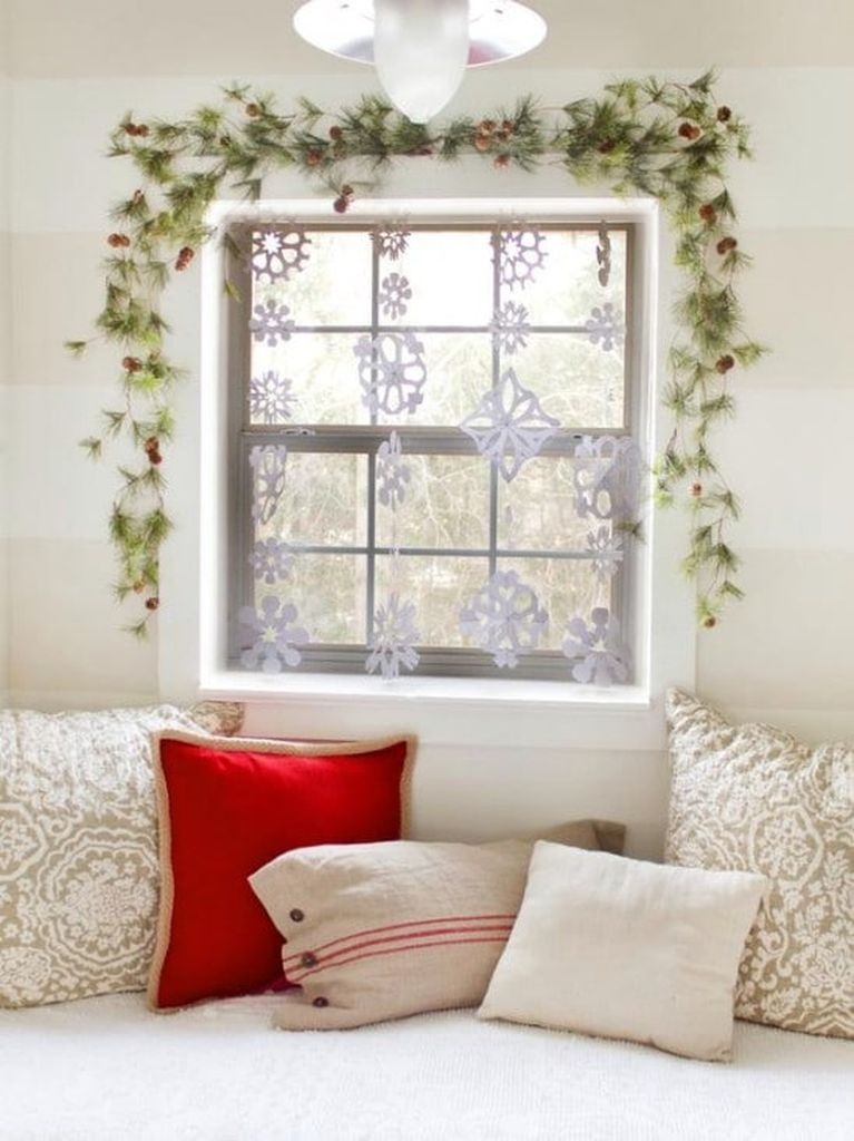 Snowflake-curtains-and-garland-with-red-bows-and-small-plastic-ornaments-to-perfect-your-living-room